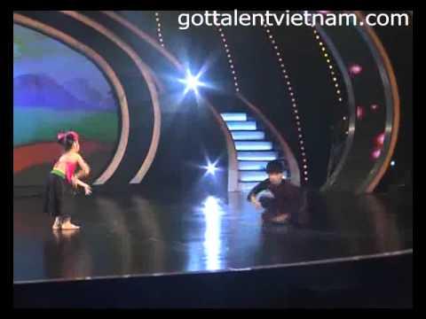 Bảo Ngọc, Đăng Quân hút hồn với Hứng dừa - www.gottalentvietnam.com