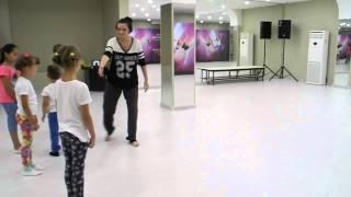 Детская современная хореография. Учимся делать  колесо. Студия танца Star Dance