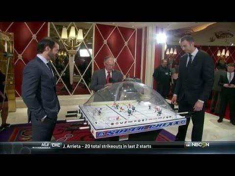 Emrick calls bubble hockey games at the NHL Awards