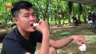 Kinh khủng khi chứng kiến nam thanh niên một mình ăn hết hai cây dừa?