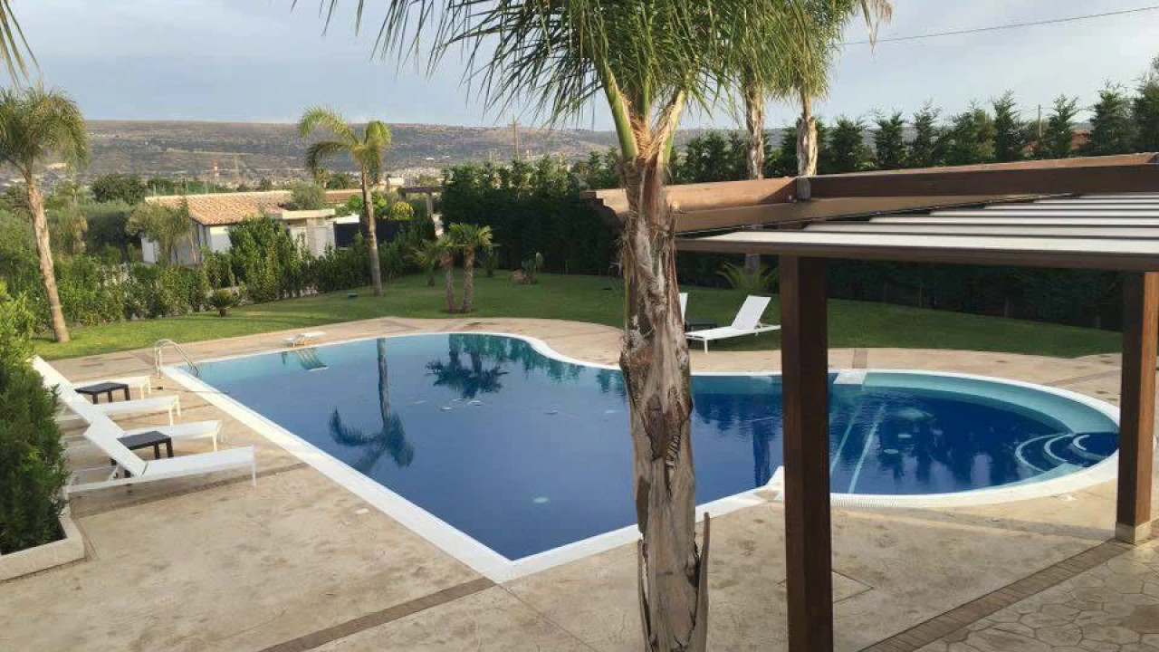 Piscina Del Sole Comiso.Villa Chiara Aurora Comiso Rg Youtube