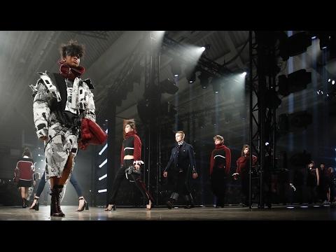Versus Fashion Show Fall Winter 2017
