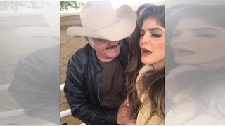 Captan a Vicente Fernández coqueteando con Ana Bárbara frente a su esposa