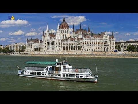 На Дунае затонул туристический прогулочный катер