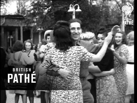 Relaxing In Berlin (1945)