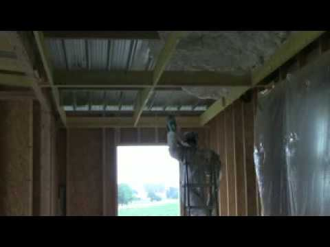 Icynene Isolation D Une Toitrue En Bac Acier Dans Le 53 Youtube