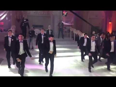 Best Groomsmen VS Bridesmaids Dance Off