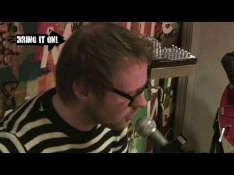 Moss - I Apologise (Dear Simon) (Live bij Bring It On!)