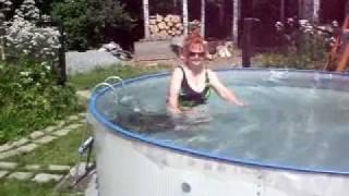 бассейн в   саду -Country life or pool in a Siberian garden(, 2012-02-23T13:56:30.000Z)