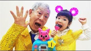 핑크퐁 동전 노래방 노래자랑 대회!! Pinkfong Baby Shark Singing Show 로미유스토리[Romiyu]