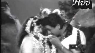 Chirunavvulonihayi chilikinche neti reyi eenadu kaligenoyi    Aggibarata movie song