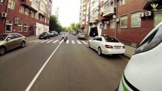 #027 - Мотоциклист Помогает Парковаться Авто. Добрые Дела(Видео в котором есть добро! Помогаю парковаться автомобилисту у которого нет парктроников! Делайте добро..., 2013-11-01T18:15:10.000Z)