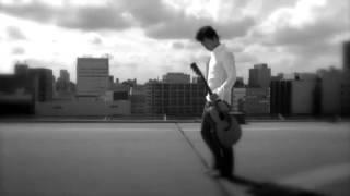 ギターでしっとり歌うことを得意とする福山さんの『虹』です。