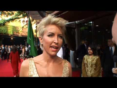 Heather Mills gets glammed up on the train