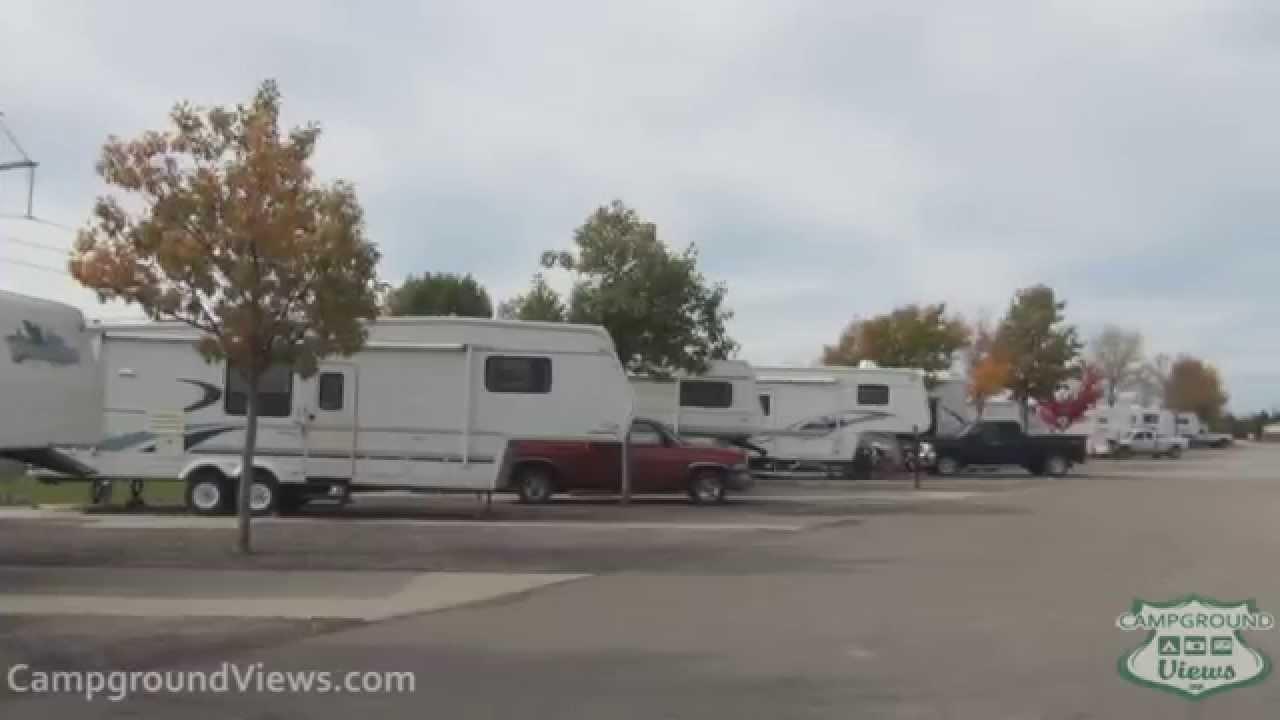 CampgroundViews com - Griffs Valley View RV Park Altoona Iowa IA