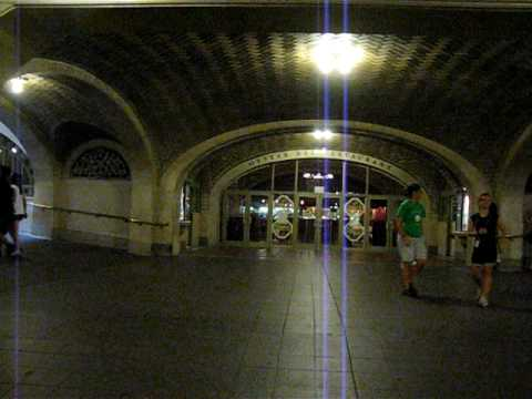 "Grand Central Station NYC ""Whispering Gallery"" DEMONSTRATED - CRAZY!"