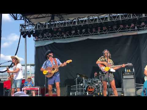 Midland Performs Check Cashin' Country at Bowen Music Fest 2018