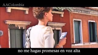 Alessandra Amoroso - Sul ciglio senza far rumore en español