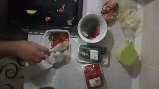 Овощи с фрикадельками. Еда в контейнере
