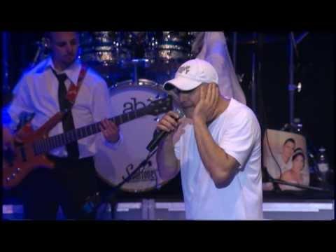 עופר לוי קיסריה יולי 2011 -  מאוהב בגשם+הלו מאדם