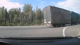 ДТП на М1 Гагарин Смоленская область 02082015(Мицубиси резко перестроился в левый ряд через сплошную и его настигла ЛАДА Калина. Мицубиси повезло, по..., 2015-08-02T18:57:33.000Z)