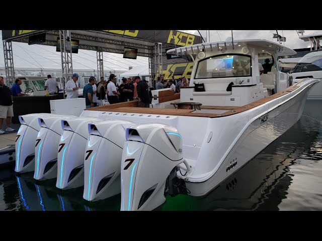 Boat Shows Largest Center Consoles 5 Outboard Engines Youtube