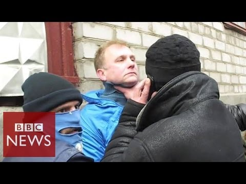 Pro-Russian mob targets journalists in Ukraine - BBC News