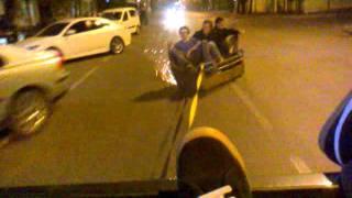 Езда по дороге на диване