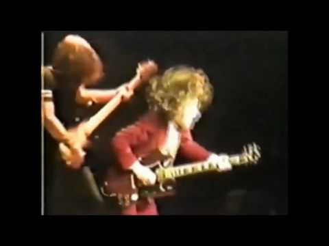 Top 10 Guitar Solos By Angus Young