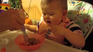 Как ребёнку нужно кушать тефтели