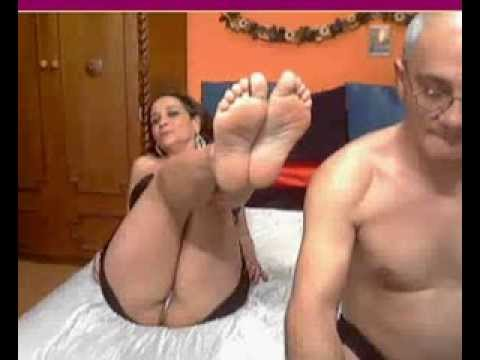mature show her feet on webcam and her husband is sissy man ... hehehehe