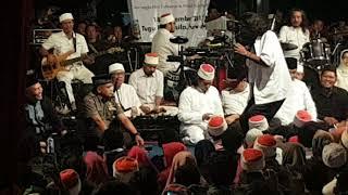 Seniman purwokerto..mas Titut sedang menyanyikan lagu daerah banyumas
