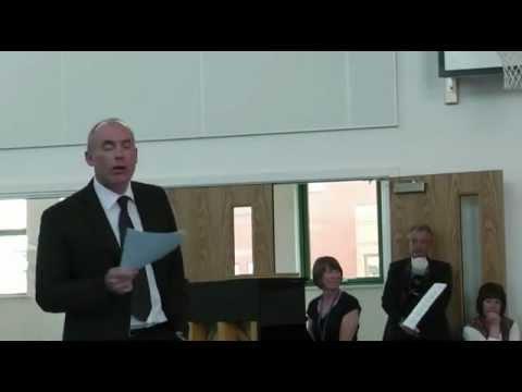 Carwyn Jones Prif Weinidog Cymru yn agoriad swyddogol, Ysgol Tr Hendre Caernarfon.