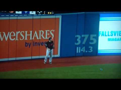 Blue Jays Fan Throws Can of Beer at Orioles Outfielder LIVE Full HD Oct 4 2016