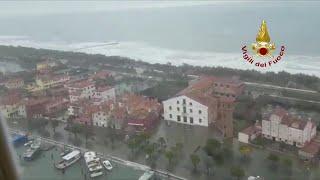 Acqua alta a Venezia, Pellestrina invasa dall'acqua: la ricognizione dell'elicottero