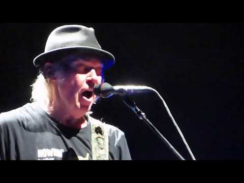 Neil Young and Promise of the Real Antwerpen 2019    ON THE BEACH
