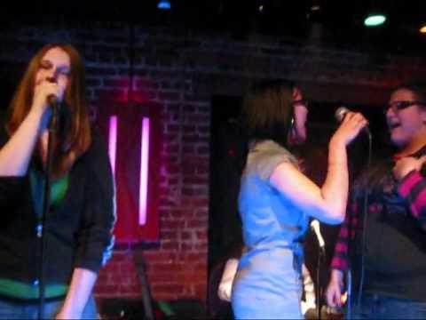 Singing Karaoke in French in Quebec