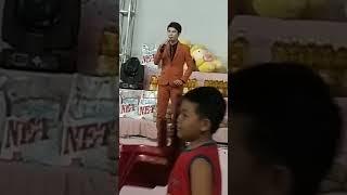 Nguyễn Khanh. E trai của Nguyễn Kha. Với những trích đoạn cải lương Tình Yêu và Giọt Nước Mắt, .....