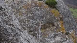 Каралезская долина. Вид сверху. Крым.(Крым.Сфинксы Каралезской долины - это вытянутый с юга на север крутобокий лесистый холм Узун-Тарла. Его..., 2013-05-02T16:05:03.000Z)