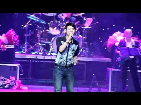 Hoài Linh lần đầu hát với con trai Hoài Lâm - Phong cách lạ.mp4