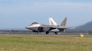 US Air Force F22 Raptors full afterburner takeoff! - Avalon International Airshow 2015