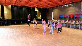 Ella har dansuppvisning