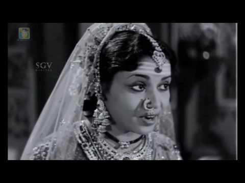 Kitturu Chennamma Kannada Movie | Dr.Rajkumar playing chaduranga | Kannada Scenes | M V Rajamma