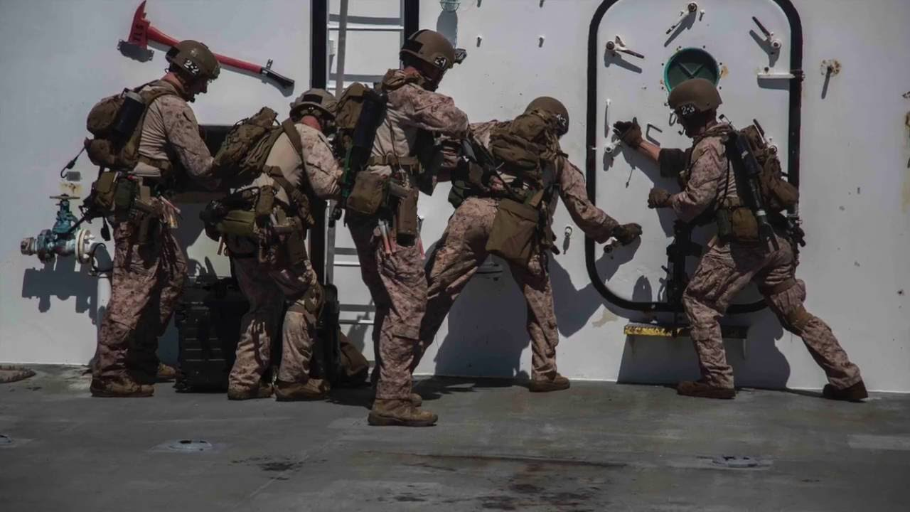 USMC Marine Force Recon: A Glimpse Into the Life and ...