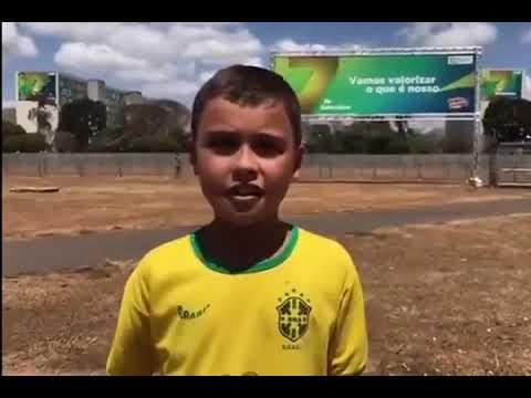 Conheça Ivo Gonzales, garoto que desfilou com Bolsonaro e foi chamado de imbecil por perfil do G1