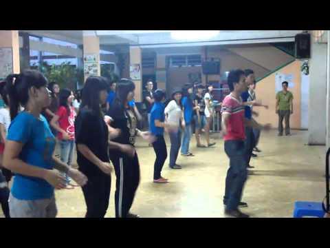 tập múa dân vũ trống cơm