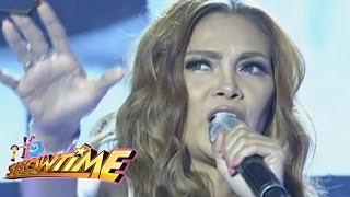 """It's Showtime: K Brosas sings """"Hello/Paalam Na"""" mashup"""