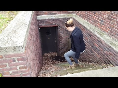 Exploring Around The Gothic Salisbury House In Iowa