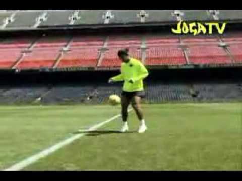 Видео роналдиньо бьет в перекладину и мяч