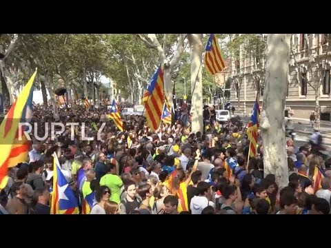 Spain: Thousands rally in Barcelona against raid on Catalan officials